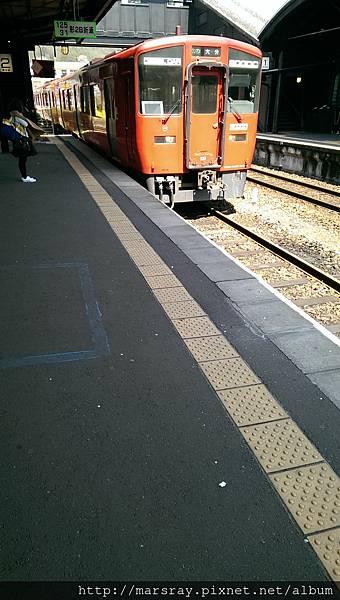 D2-18 由布院往大分的電車.jpg