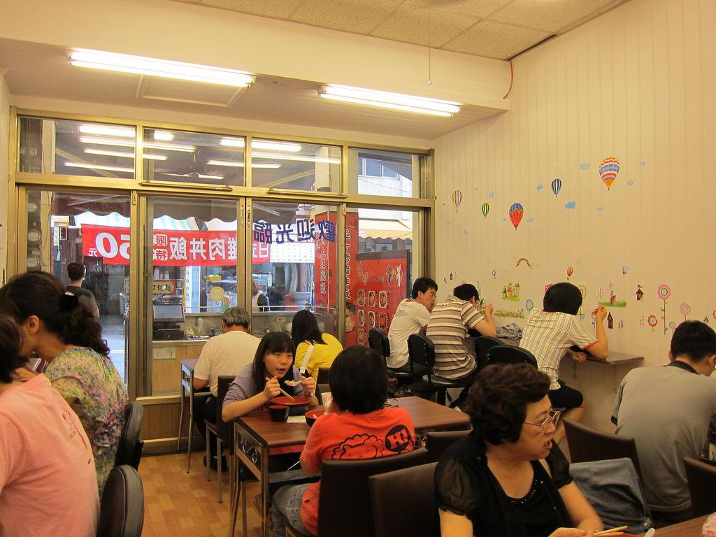 佶田日式便當店內位置
