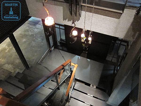 1、2樓樓梯
