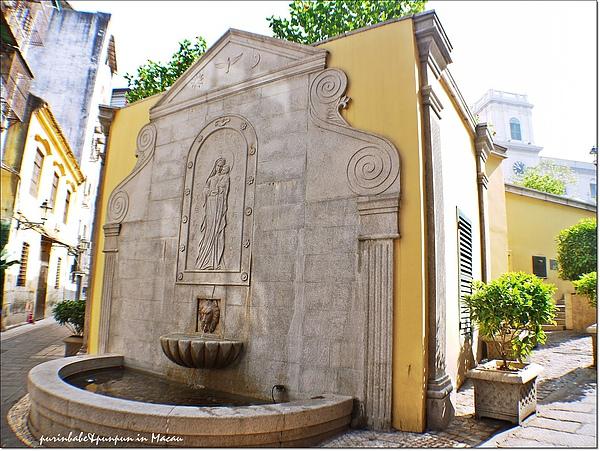 3聖母聖嬰浮雕.jpg