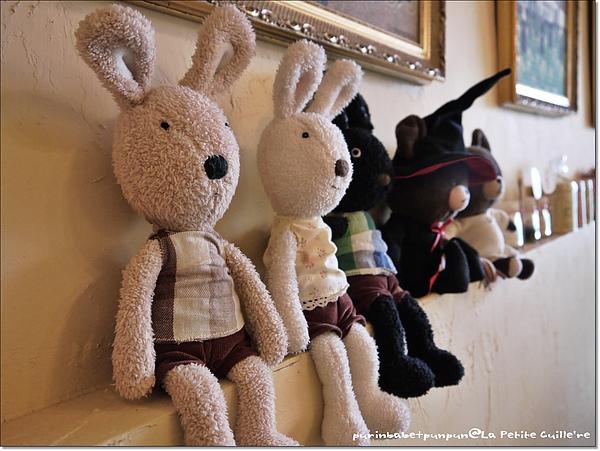 12牆上法國兔.jpg