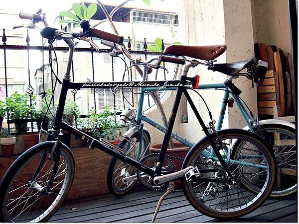 15陽台自行車.JPG