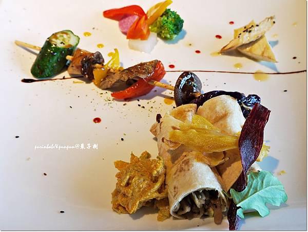27黃金泡菜野菇麵餅捲.JPG
