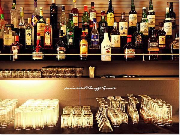 13酒櫃1.JPG
