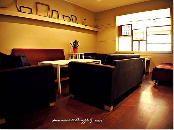 15沙發區.JPG