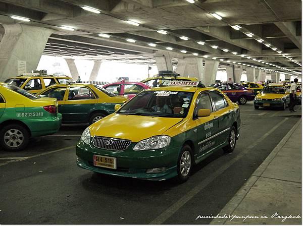 2機場外的計程車.JPG