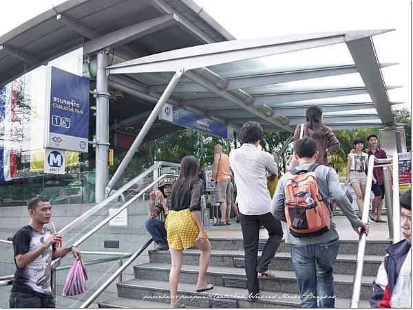 4轉搭MRT Kampaengphet.JPG