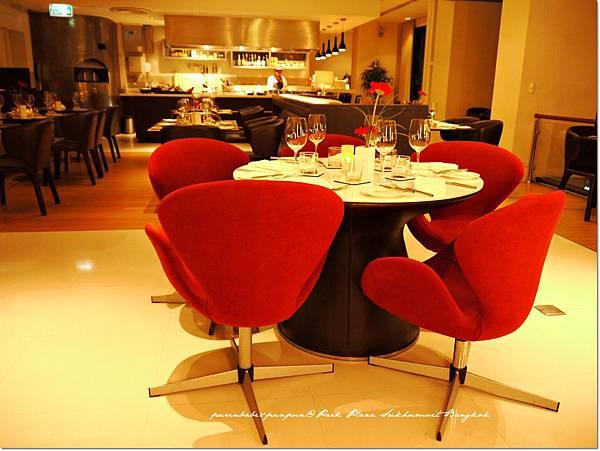 13天鵝椅.JPG