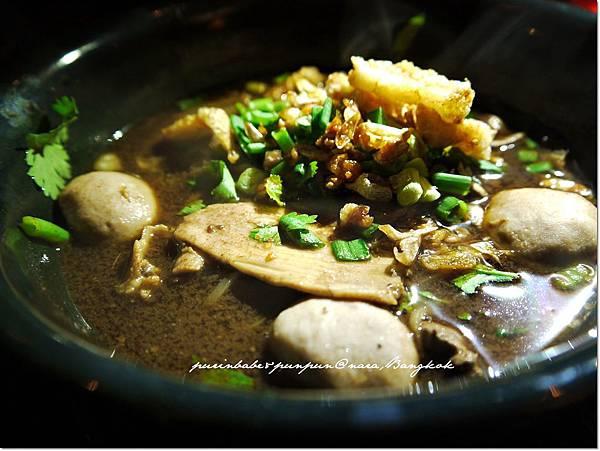 25Ayuthaya boat noodle with beef.JPG
