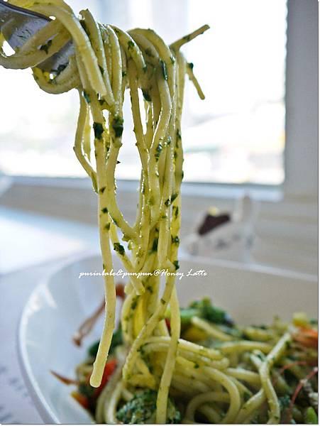 27羅勒青醬鮮蝦義大利麵2.JPG