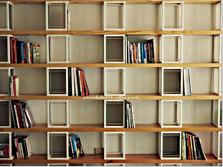 22二樓書櫃