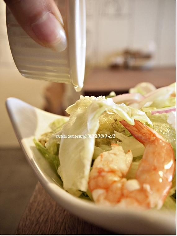 34鮮蝦蔬果沙拉佐義式油醋醬