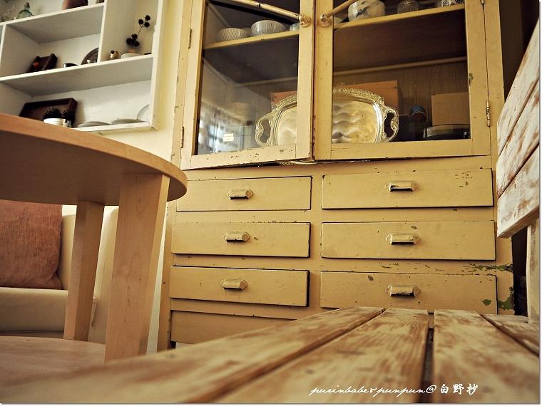 17刷白木椅