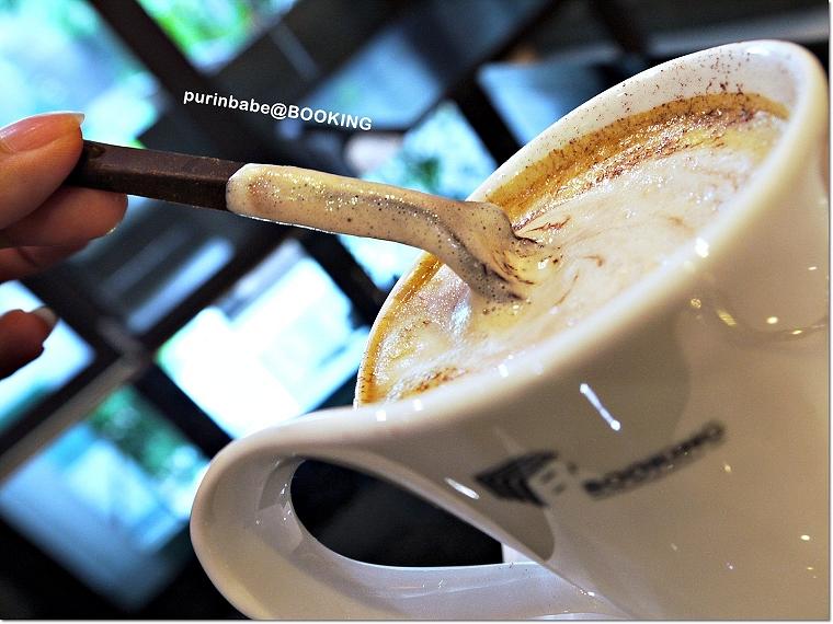 25巧克力湯匙加入黑咖啡