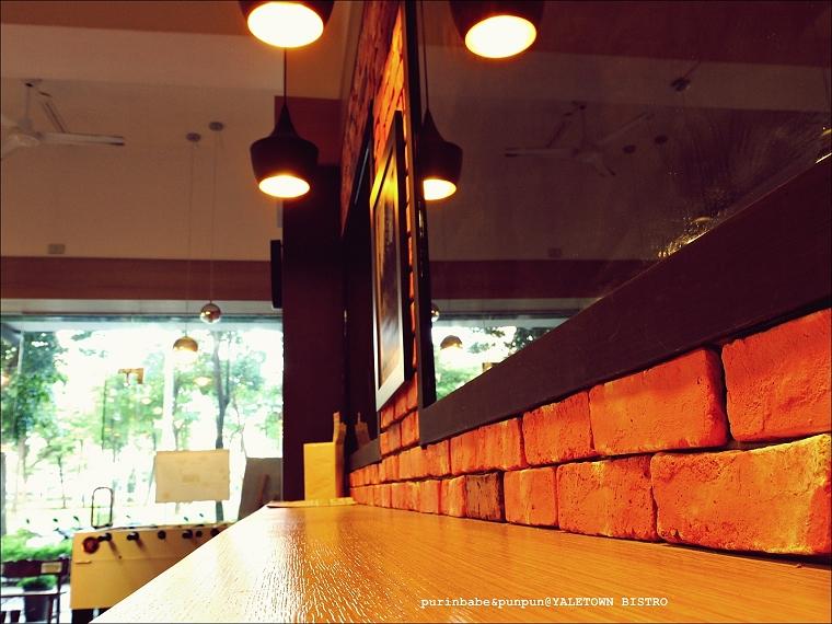 10紅磚高腳椅區4