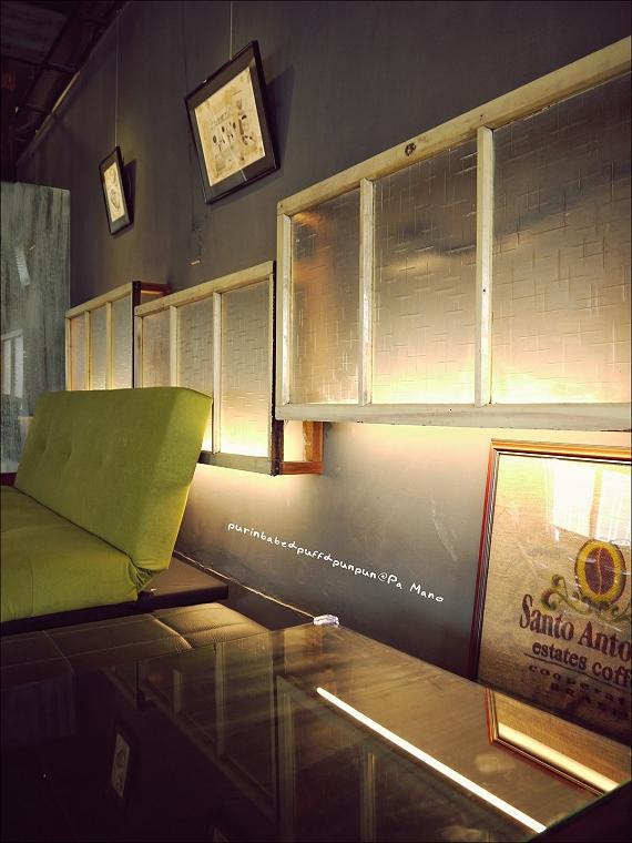 17窗框沙發區2