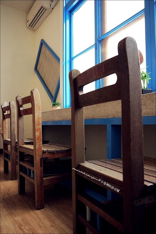 18窗台座位1