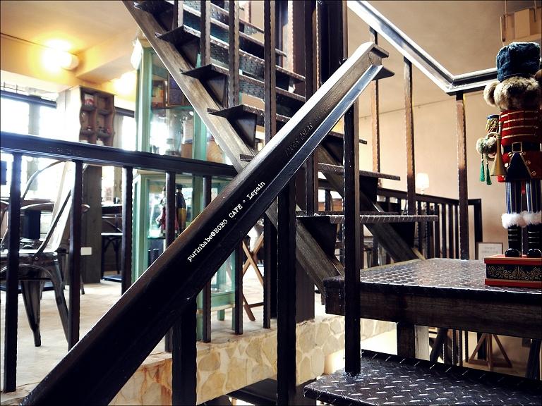 19三樓鐵梯