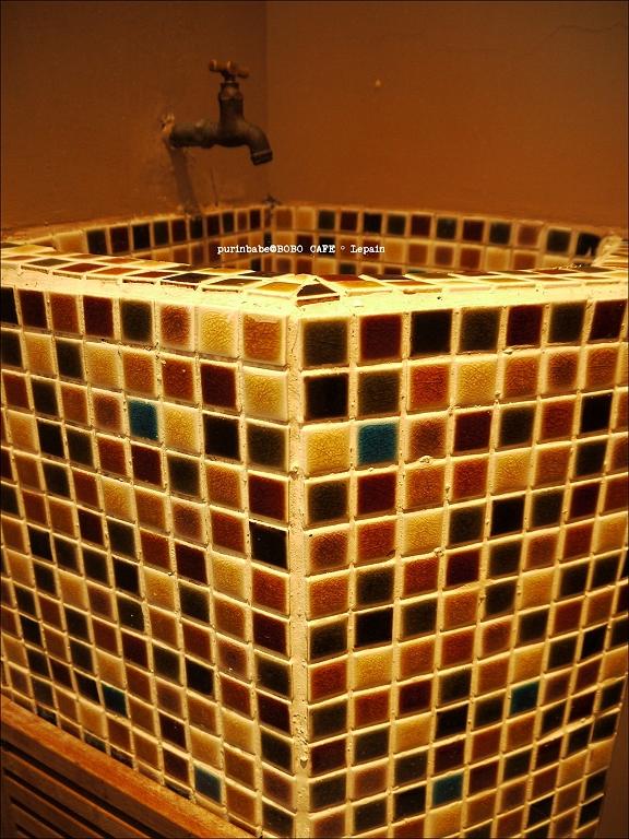 23馬賽克洗手台