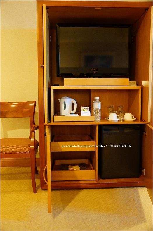 11客廳電視與小冰箱