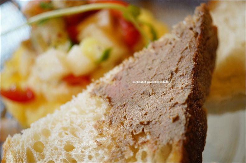 39烤麵包配法式雞肝醬