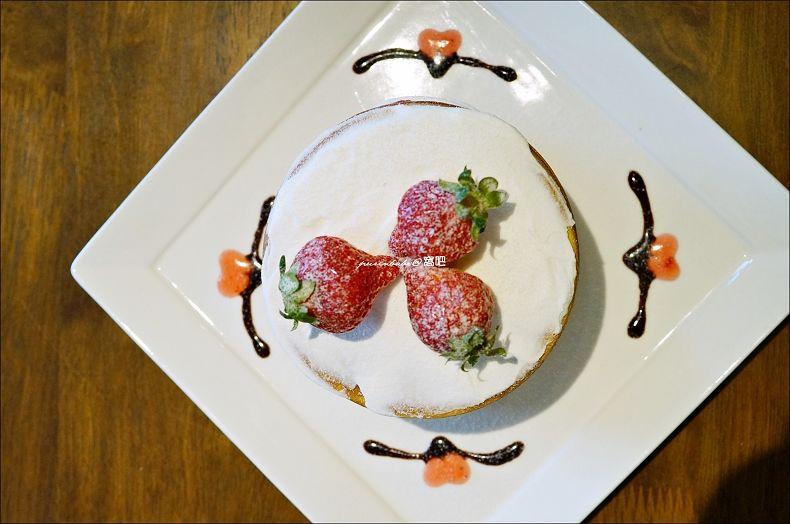 28冬季限定草莓鬆餅塔1