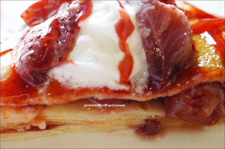 37紅酒釀草莓薄餅斷面