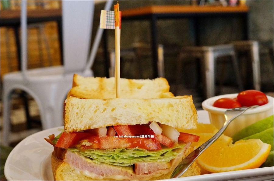 33夯尼馬斯特培根里肌烤乳酪三明治