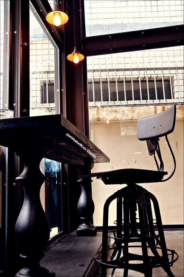 5窗前高腳椅