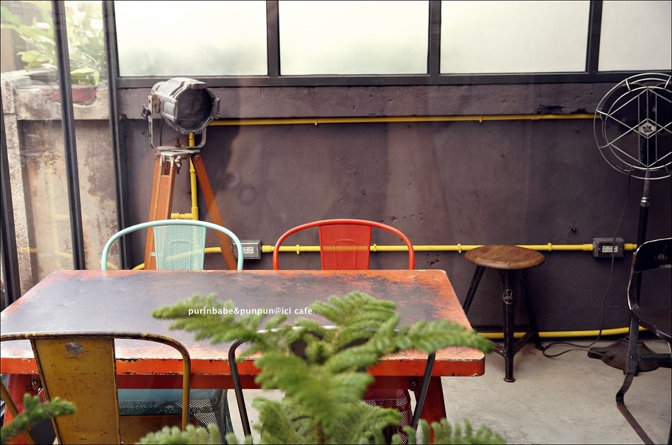 5Tolix 桌椅