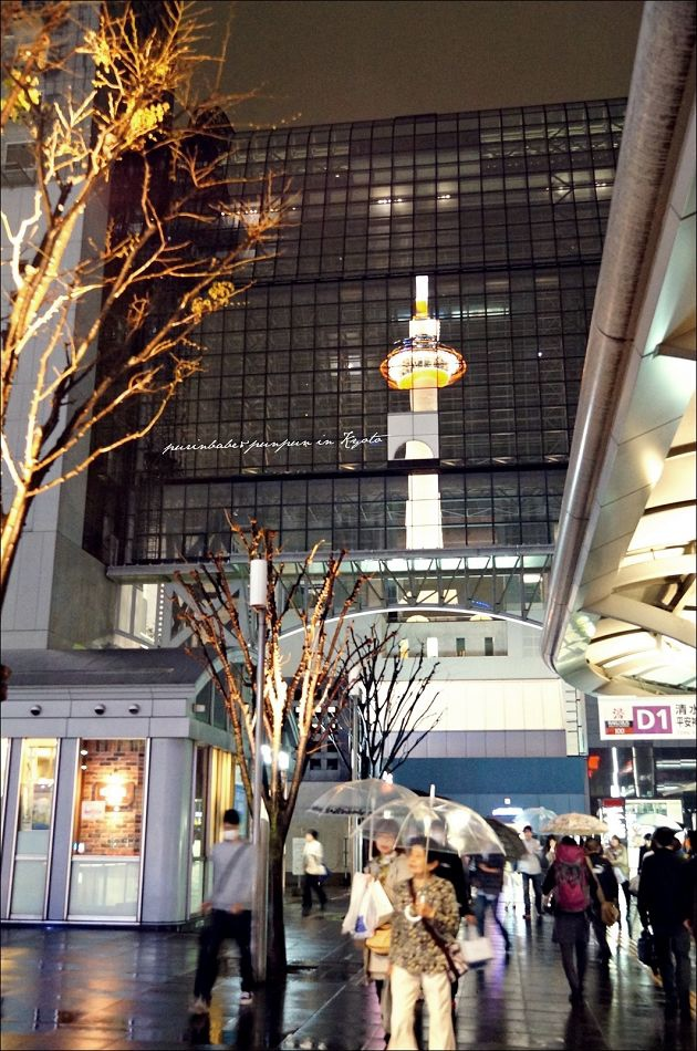 12京都塔倒影