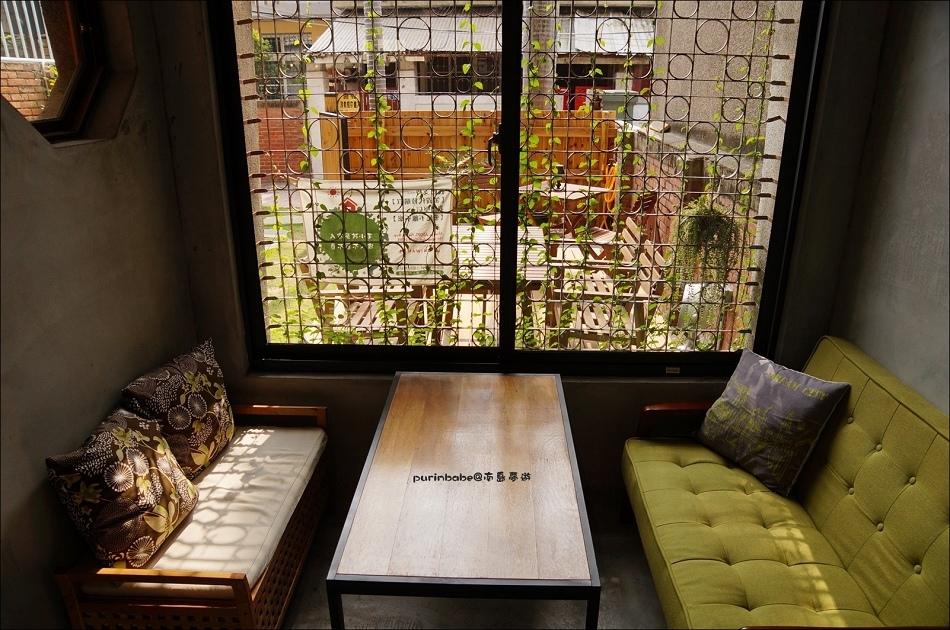 5鐵花窗沙發區1