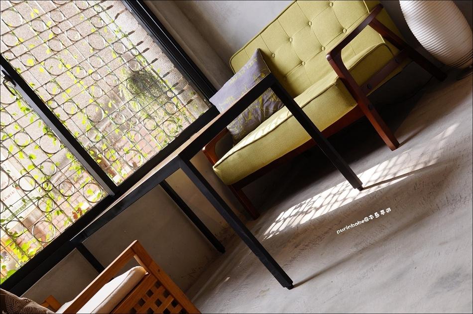 6鐵花窗沙發區2