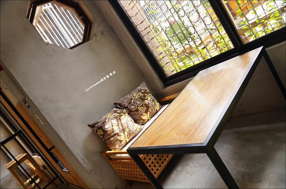 7鐵花窗沙發區3
