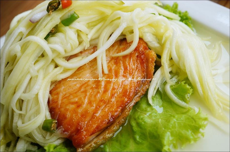 19辣味芒果沙拉佐煎鮭魚2