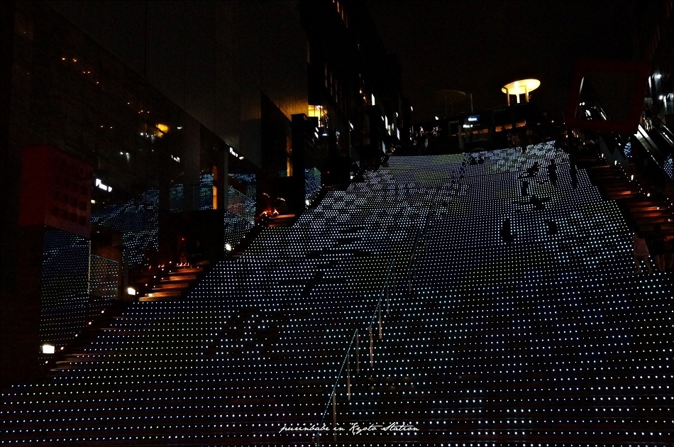 28近看京都車站LED台階3