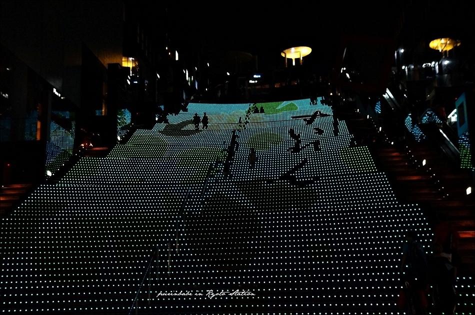 29近看京都車站LED台階4