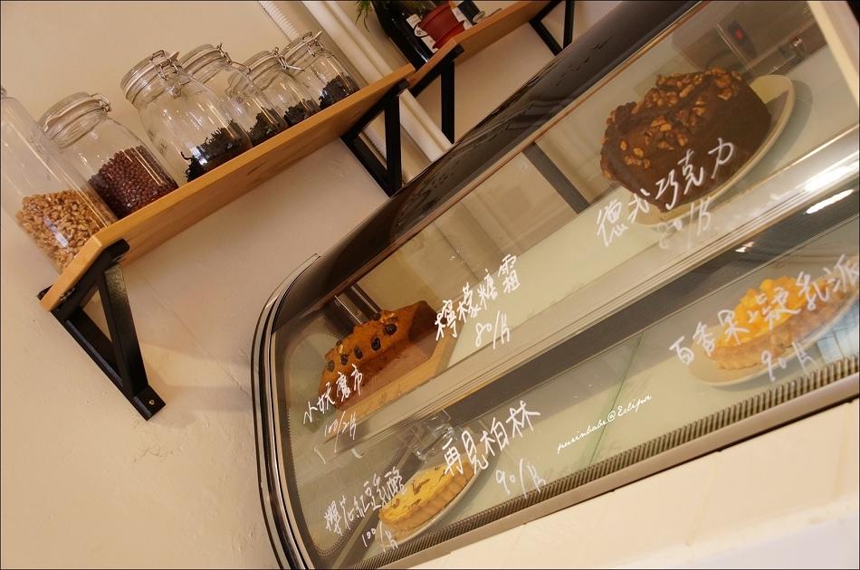 18甜點櫃