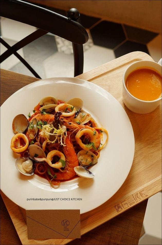 30泰式紅咖哩海鮮寬扁麵1