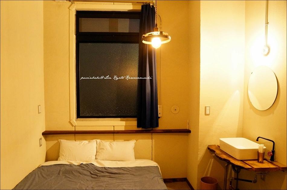35入夜後的房間1