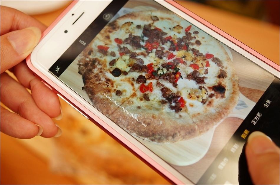 38燻起司與肉腸馬鈴薯披薩2