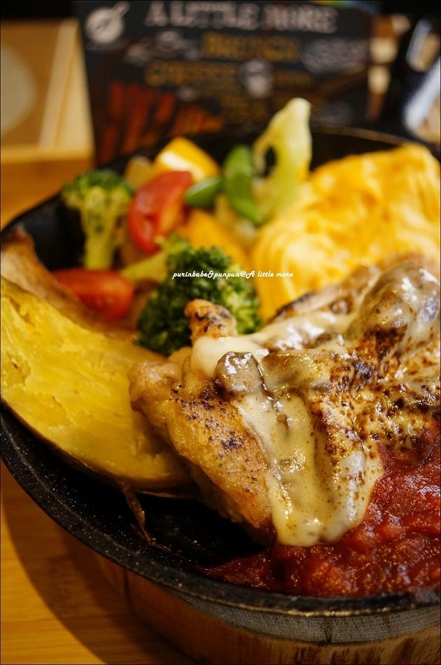 27炙燒起司乾酪雞腿匯蒜炒菇菇鐵鍋3