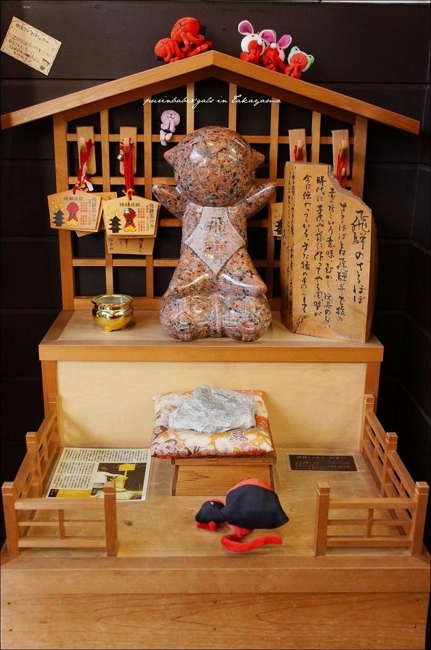 33猴子娃娃專賣店前的神龕1