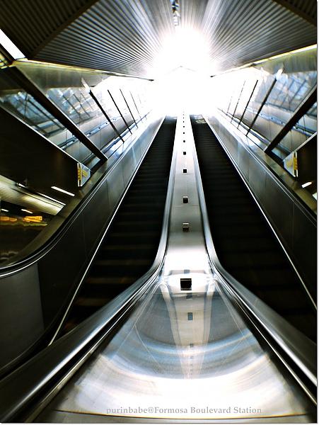 27上電梯.JPG
