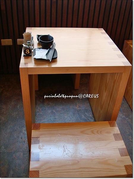3我們的桌子.jpg