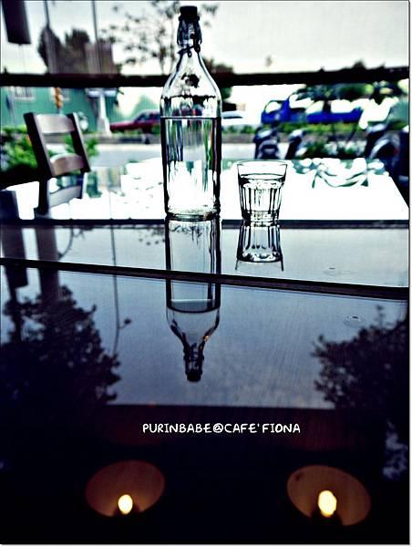 18水瓶水杯倒影.JPG