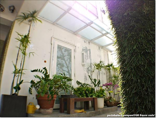 6小庭園.JPG