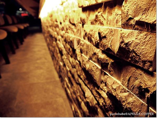 12吧台磚牆.JPG