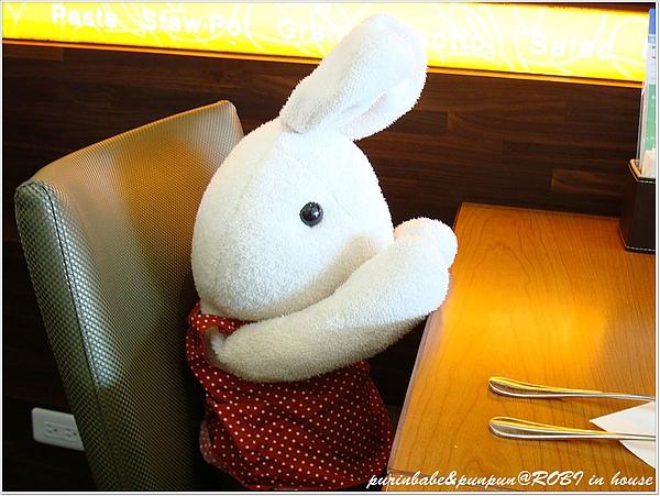11等吃飯兔.JPG
