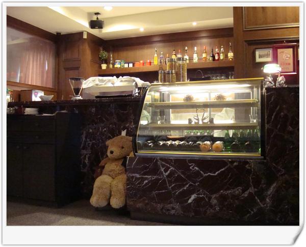 4二樓門口小熊.jpg